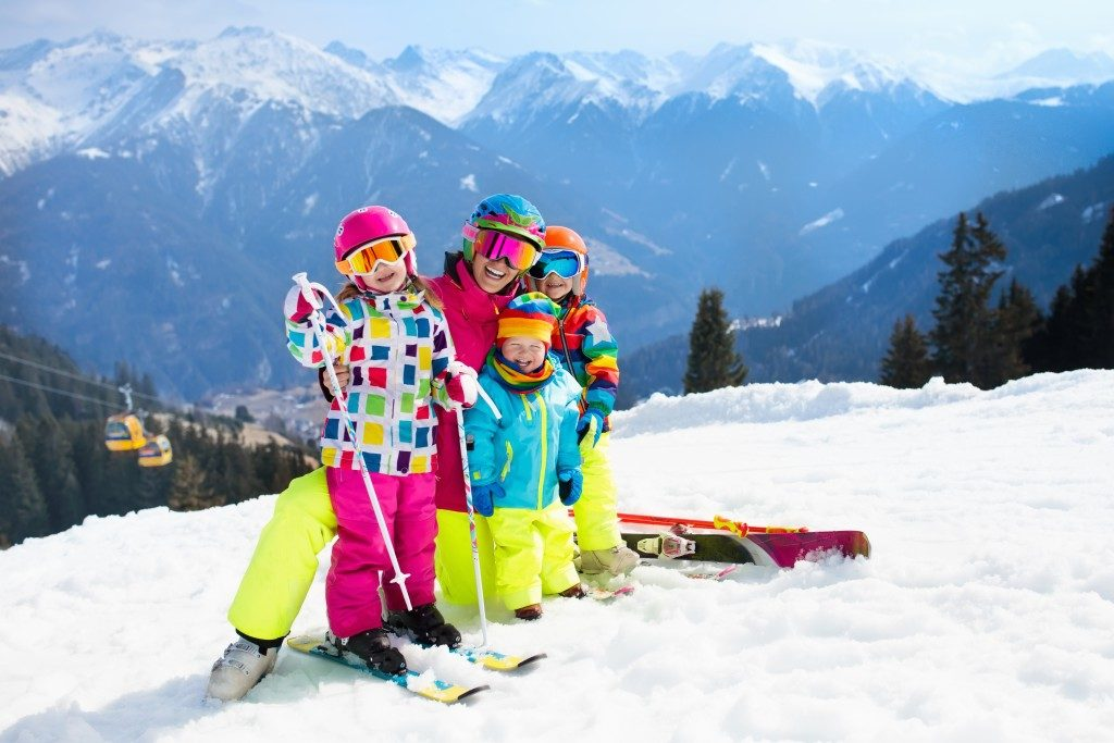 Mom and her children skiing